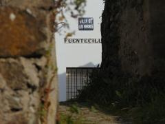 Nada mas entrar nos encontramos de frentecon la calle Fuentecilla donde seguiremos hacia la derecha.